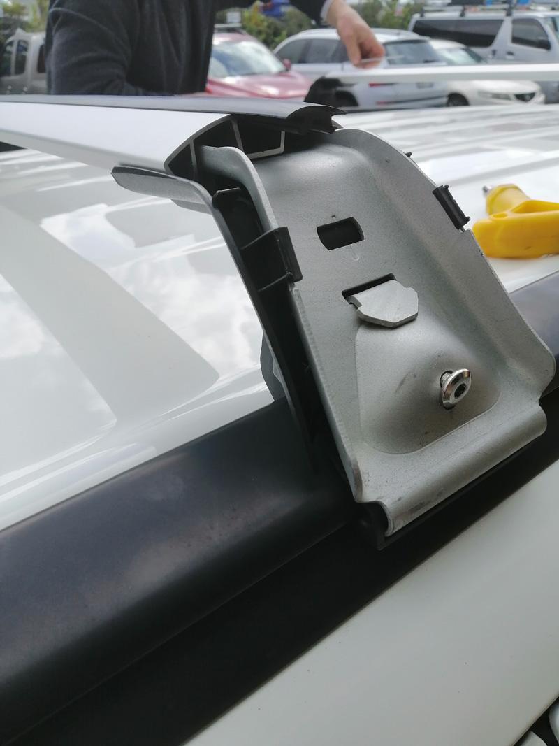 Mitsubishi Outlander  Roof rack